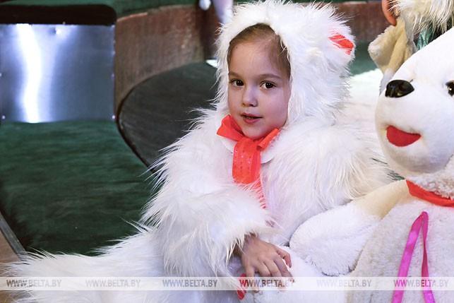 """Акция """"Рождественская елка - наши дети"""" в Белгосцирке. 2013 год"""