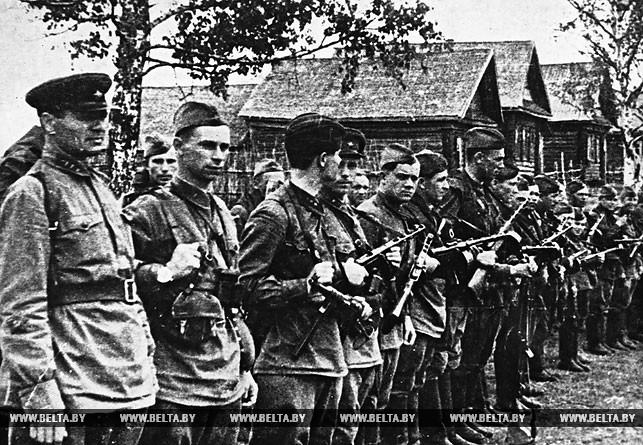 Отряд особого назначения перед отправкой в тыл врага. 1942 год