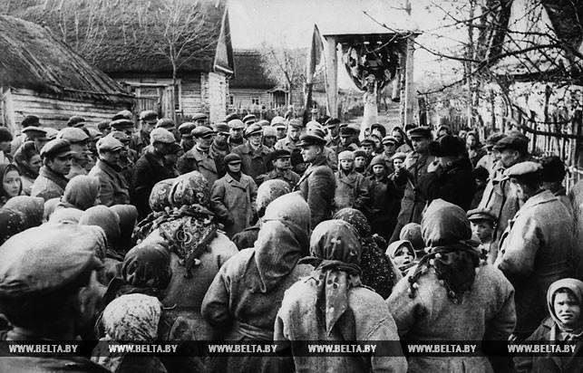 Митинг в тылу врага, посвященный 26-й годовщине Октябрьской революции. 1943 год
