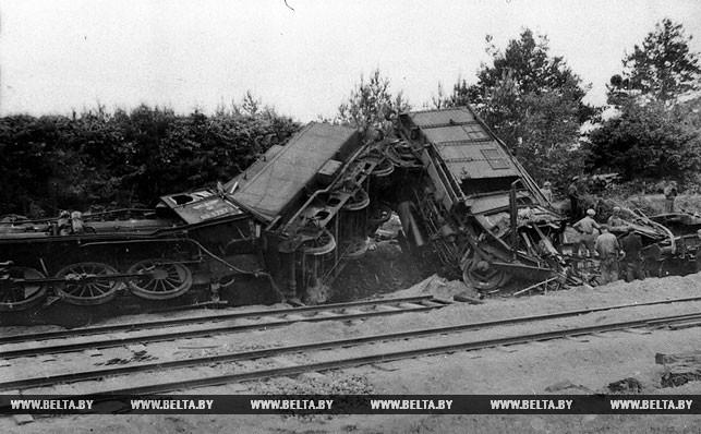 Взорванный партизанами немецкий эшелон. 1943 год