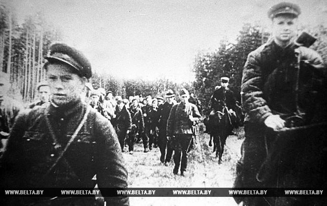 Через Суражские ворота белорусские патриоты пересекают линию фронта, чтобы влиться в ряды Красной Армии. 1942 год