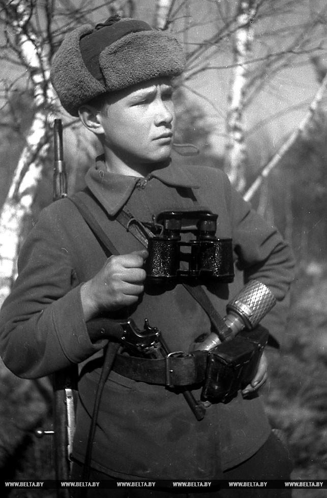 Двенадцатилетний партизан Павел Конопацкий. 1943 год