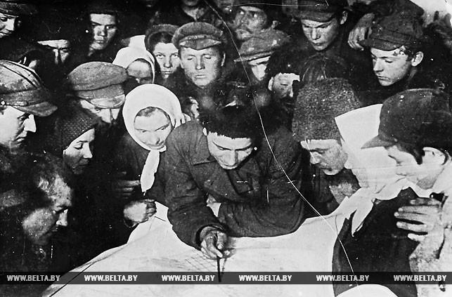 Обсуждение плана посевной в одном из колхозов Беларуси. 1929 год