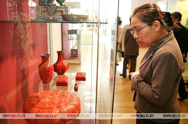 Лаосские парламентарии посетили Национальный художественный музей Республики Беларусь, апрель 2014