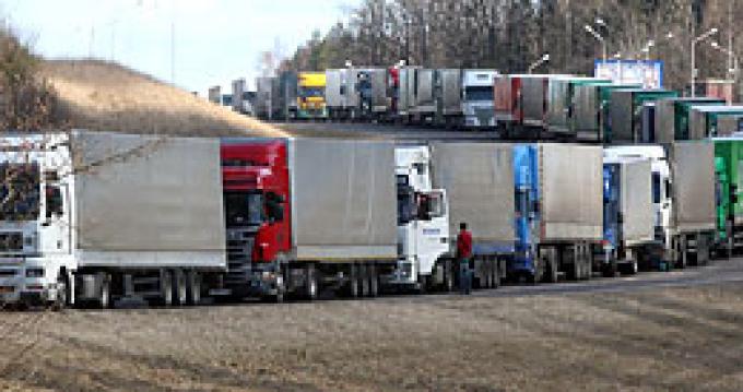 Транзит большегрузов через Россию и Украину