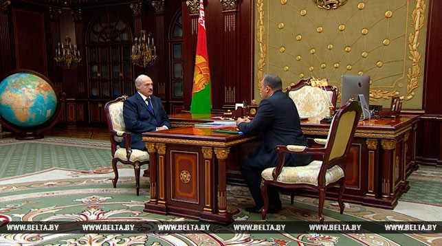Александр Лукашенко принял с докладом Андрея Ковхуто