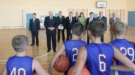Александр Лукашенко посещает СШ№56