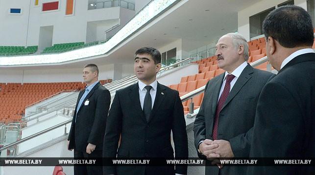 Александр Лукашенко во время посещения Олимпийского городка