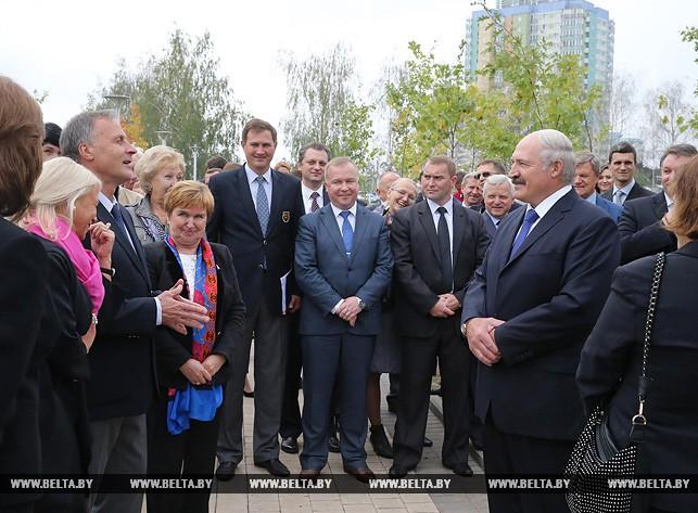 Александр Лукашенко во время посещения Национального олимпийского комитета