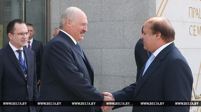 Президент Беларуси Александр Лукашенко и премьер-министр Пакистана Наваз Шариф.