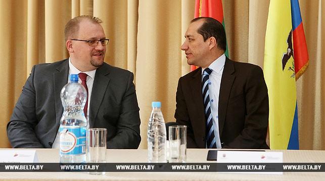 Александр Гурьянов и Чрезвычайный и Полномочный Посол Республики Эквадор в Беларуси Карлос Умберто Ларреа Давила