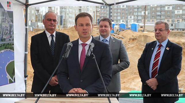 Выступает мэр Белграда Синиша Мали