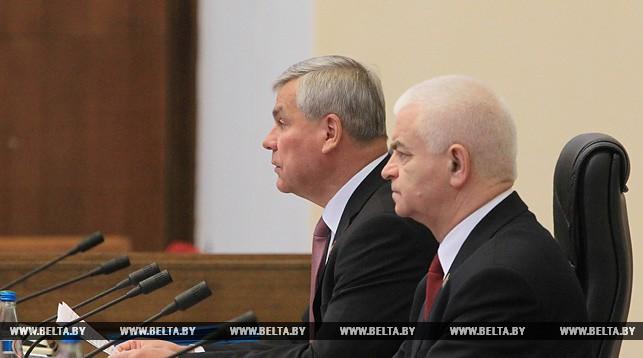 Владимир Андрейченко и заместитель председателя Палаты представителей Национального собрания Беларуси Виктор Гуминский