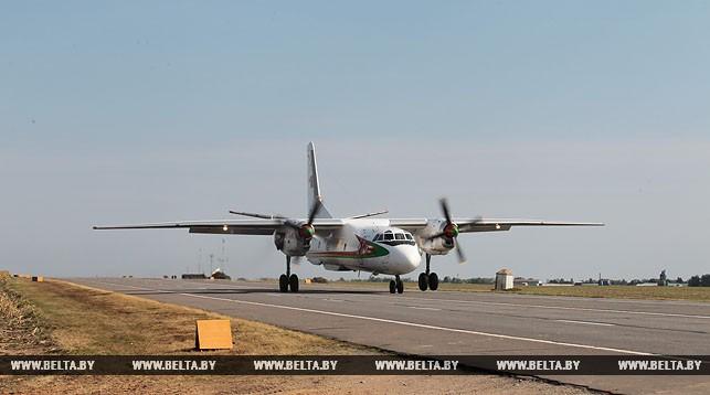 Белорусские военные отработали посадку самолетов на автомобильную трассу М1.