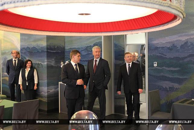 Во время осмотра Делового и культурного центра посольства Беларуси в России.