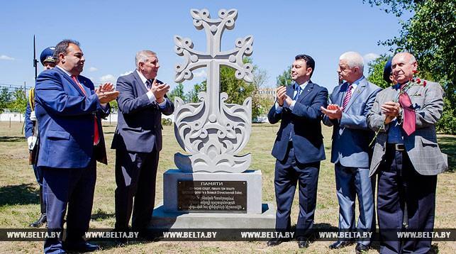 Во время церемонии открытия памятного знака