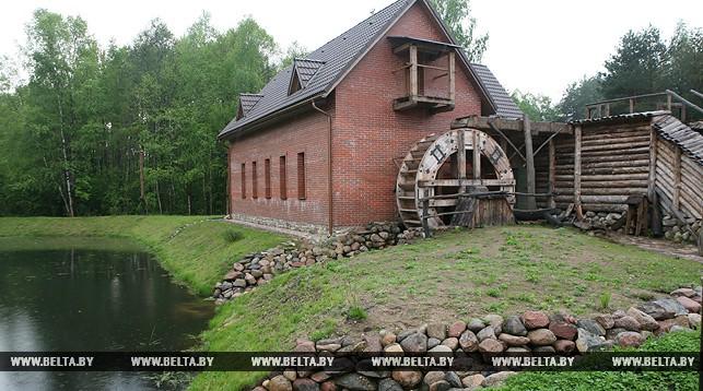 Строительству этнокультурного комплекса в деревне Наносы Медяльского района