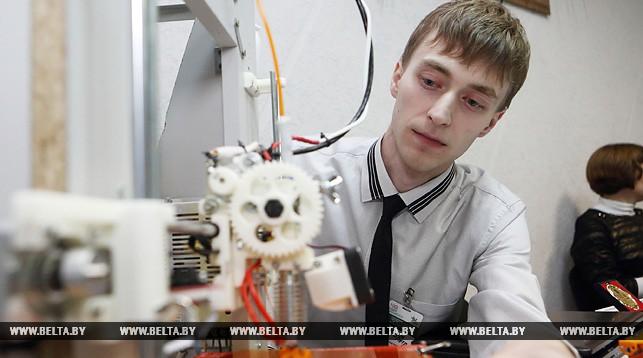 Врач Лидской районной больницы Петр Кизик презентует проект по производству и обслуживанию 3D-принтеров в Республике Беларусь