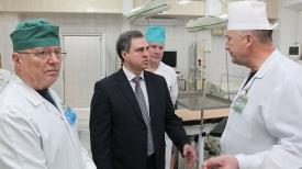 Владимир Привалов во время посещения отреконструированного хирургического блока Гомельской областной клинической больницы
