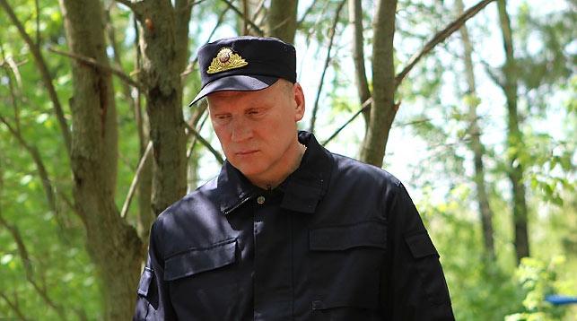 Валентин Шаев на месте одного из захоронений. Фото Следственного комитета