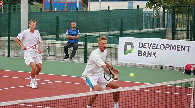 Александр Бурый и Сергей Бетов. Фото с сайта tennis-center.by