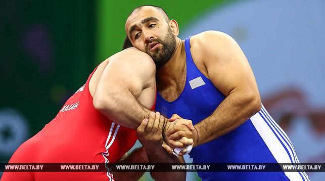 Во время поединка - Иосиф Чугошвили (справа)