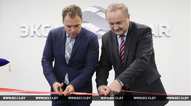 Генеральный директор ЭКСАР Алексей Тюпанов и председатель правления Национального банка Беларуси Павел Каллаур
