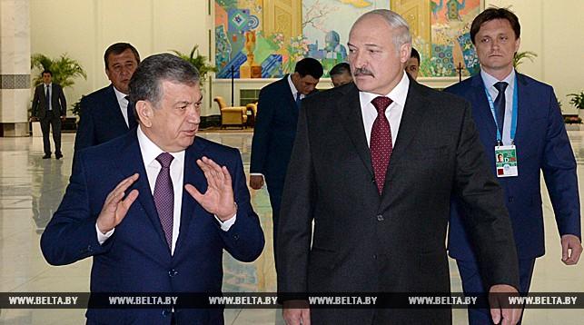 В аэропорту Александра Лукашенко встречал премьер-министр Узбекистана Шавкат Мирзияев