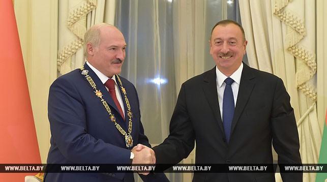 Александр Лукашенко и Ильхам Алиев. Фото во время награждения