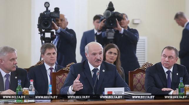 Александр Лукашенко на заседании в расширенном составе