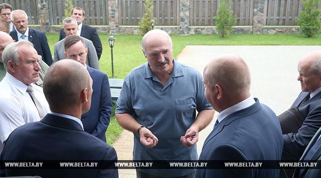 Александр Лукашенко во время посещения туристического комплекса Green Club