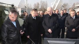 Александр Лукашенко во время посещения комплекса