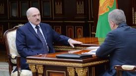 Александр Лукашенко принимает с докладом Василия Жарко