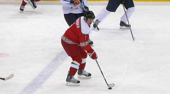 Во время финального матча XII Рождественского международного турнира среди любителей хоккея. В игре Александр Лукашенко