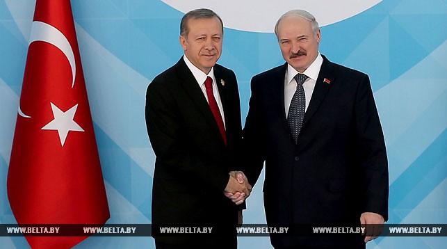 Реджеп Тайип Эрдоган и Александр Лукашенко во время саммита Организации исламского сотрудничества. Апрель 2016. Стамбул