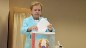 Лидия Ермошина досрочно проголосовала на участке №511 в Минске