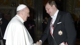 Папа Римский Франциск и Сергей Алейник. Фото МИД