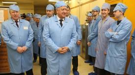 "Михаил Мясникович во время посещения ОАО ""Интеграл"""