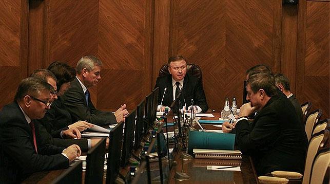 Во время заседания. Фото с сайта Совета министров Республики Беларусь