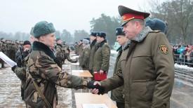 Андрей Равков поздравляет военнослужащих с принятием присяги