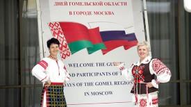 Мастера из Гомельского областного Центра народного творчества Татьяна Суглоб и Наталья Воронина (слева направо)