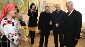Владимир Андрейченко и Николай Шерстнев во время посещения центра