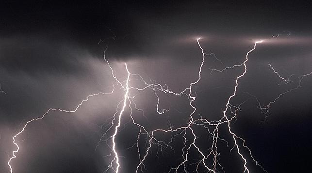 Удары молний стали причиной четырех пожаров за сутки в Брестской области