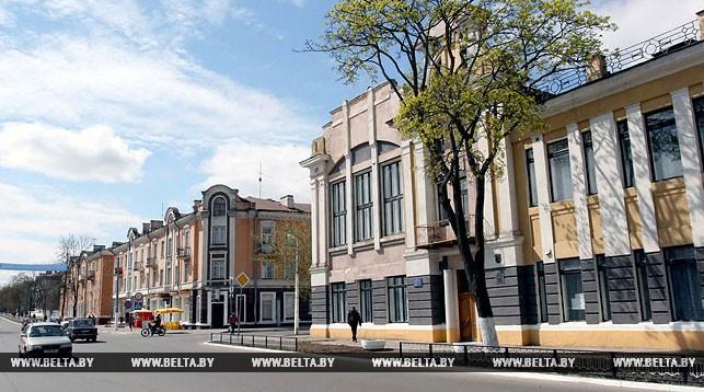 Памятник архитектуры 19-го века - здание земской управы и улица Ленина города Рогачева