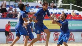 Ликование итальянских футболистов. Фото Белорусской федерации пляжного футбола