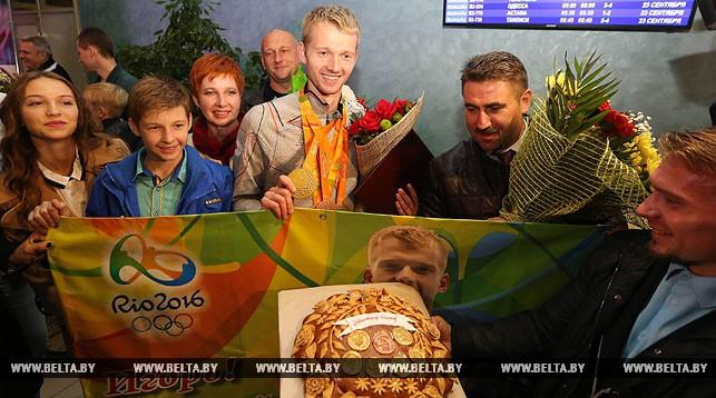 22 сентября в Национальном аэропорту Минск встретили делегацию белорусской команды с XV Паралимпийских игр