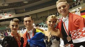 Полина Минеева (слева) и Егор Болдыш (справа) с парой из Румынии