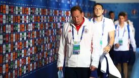 Главный тренер сборной России Леонид Слуцкий. Фото УЕФА