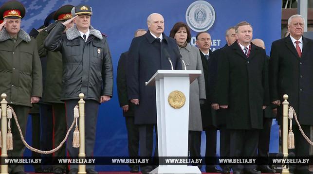 Александр Лукашенко во время выступления на торжественном марше