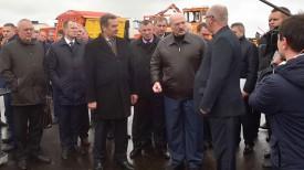 Александр Лукашенко во время рабочей поездки в Слуцкий район
